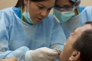 Dentista con paciente - Vacaciones Dentales - Servicios Dentales Costa Rica
